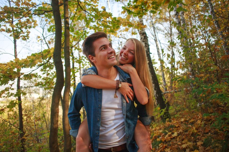 couple walking through the woods in Cedarburg in the fall