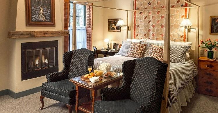 Winter Getaway in Cedarburg - Romantic Room