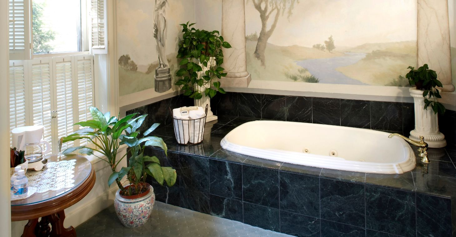 Jetted Tub at Our Cedarburg WI Inn