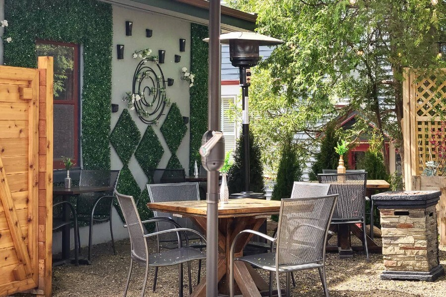 outdoor dining at brandywine